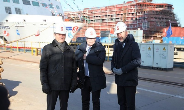 L to R: Per Westling, MD Stena RoRo, Niclas Mårtensson, CEO Stena Line and Christophe Mathieu, CEO Brittany Ferries. At the occasion of the keel laying ceremony of GALICIA, Mr Westling handed over a scale model of the ship to Mr Mathieu. © Stena RoRo