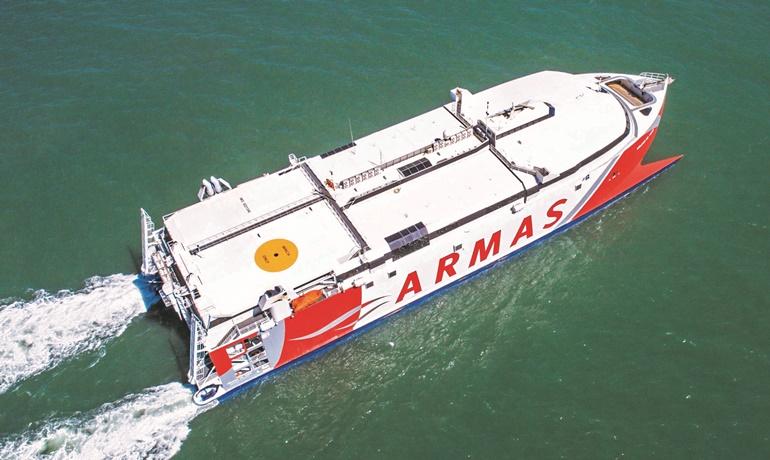 Naviera armas launches a fast ferry service between las for Horario oficina naviera armas las palmas