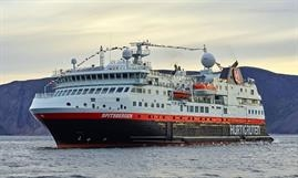 Cold ironing for SPITSBERGEN in the port of Bergen © Hurtigruten
