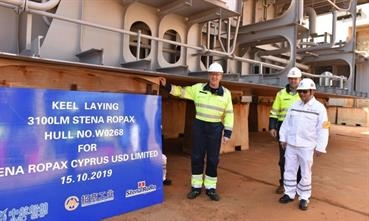 Keel laying ceremony of CÔTE D'OPALE with Senior Charterer's Representative Anders B. Thomsen, Staffan Stenfelt, Stena RoRo's Newbuilding Manager and a shipyard representative © DFDS