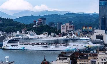 The scrubber-equipped EXPLORER DREAM in the port of Keelung. © Dream Cruises