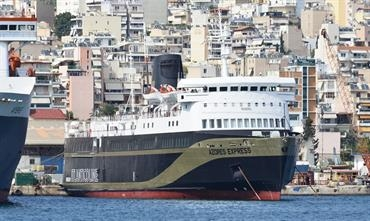 For its temporary service to Samothraki, AZORES EXPRESS is now devoid of Atlânticoline branding © Marc Ottini