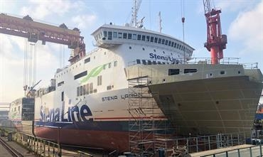 Part of STENA LAGAN's new midbody section has been inserted with the ship's bow already modified for later drive-through double-deck loading. © Stena RoRo